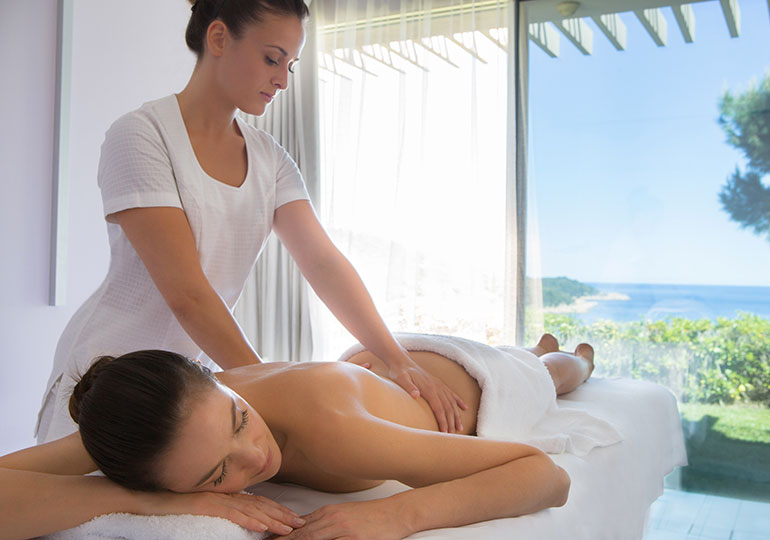 Click to enlarge image la-reserve-ramatuelle-1-spa-massage.jpg